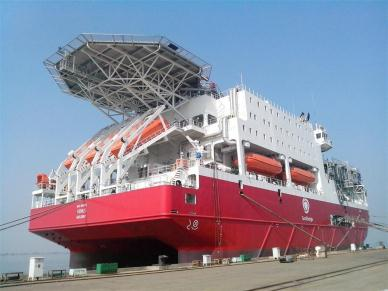 船舶类型:钻井平台辅助工程船